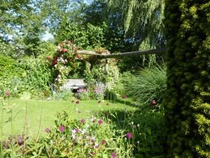 Foto bankje in tuin